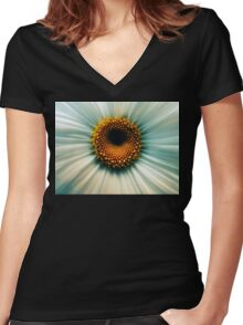Macro Flower Women's Fitted V-Neck T-Shirt