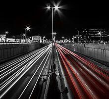 Night trails / Lignes de nuit by maophoto