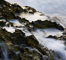 Wave on Rock by fd-schulz