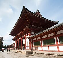 Todai-ji middle gate by photoeverywhere