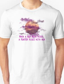 Bloodborne - New Moon Rises  T-Shirt