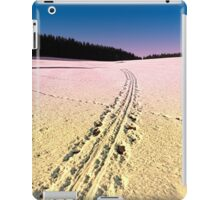 Cross country skiing | winter wonderland | landscape photography iPad Case/Skin