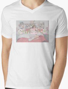QUICHE Mens V-Neck T-Shirt