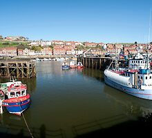 Upper harbour in Whitby by photoeverywhere