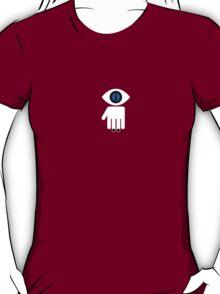 Eyelien in black T-Shirt