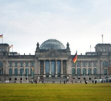 reichstag facade by photoeverywhere