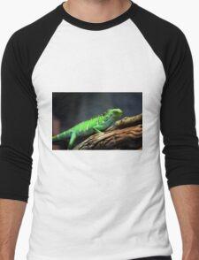 Green Lizard on Tree Branch Men's Baseball ¾ T-Shirt
