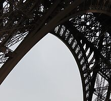 Eiffel Tower in Black by shoelock