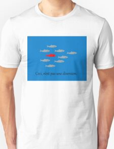 This is not a red herring. Ceci, n'est pas une diversion.  T-Shirt