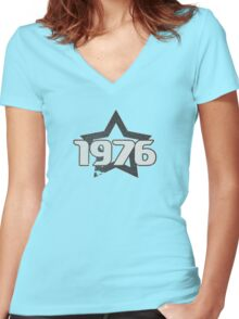 Vintage Look 1970's Funky Year Graphic 1976 Women's Fitted V-Neck T-Shirt