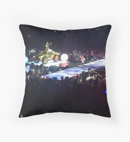 bangerz concert poster Throw Pillow