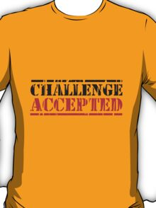 Challenge Accepted Stempel Logo T-Shirt