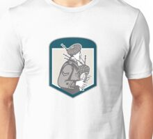 Scotsman Bagpiper Playing Bagpipes Crest Retro Unisex T-Shirt