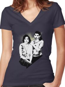 Willow & Tara Women's Fitted V-Neck T-Shirt