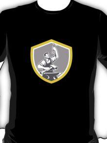 Blacksmith With Pliers Sledgehammer Anvil Retro T-Shirt