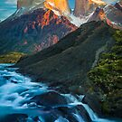 Los Cuernos Falls by Inge Johnsson