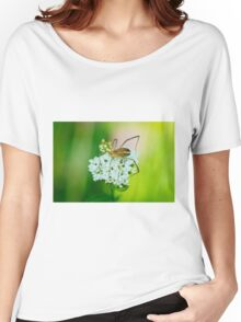Insect on a white flower macro Women's Relaxed Fit T-Shirt