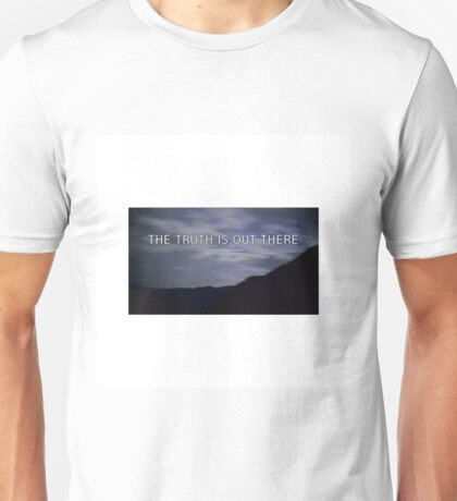 """""""the truth is out there"""" - the x-files  Unisex T-Shirt"""