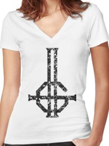 2015 LOGO - destroyed black Women's Fitted V-Neck T-Shirt