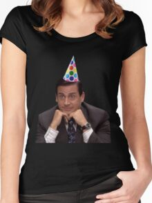 michael scott wearing party hat Women's Fitted Scoop T-Shirt