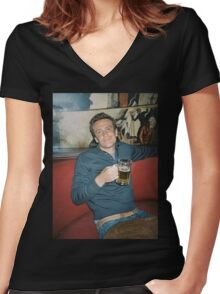 marshall eriksen drinking beer Women's Fitted V-Neck T-Shirt
