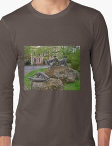 Thylacine statues, Launceston, Tasmania, Australia Long Sleeve T-Shirt