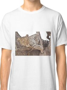 Watchful leopard Classic T-Shirt