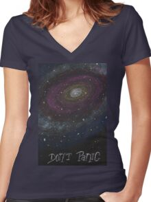 Don't Panic - The Hitchhiker's Guide to the Galaxy Women's Fitted V-Neck T-Shirt