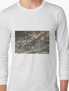 Phenomenal Sky - Fascinating Mammatus Clouds Long Sleeve T-Shirt