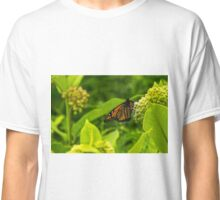 Beautiful Bright Monarch Butterfly Flower Classic T-Shirt
