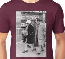 Collector, On the Way to M.Cartier Bresson Paris 1975 8 (n&b)(h) by Olao-Olavia par Okaio Création Unisex T-Shirt