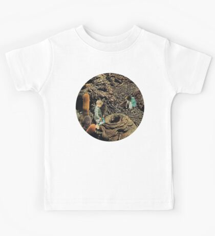 Looking for the lost toys, Vintage Collage Kids Tee