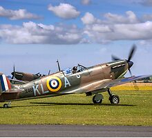 Spitfire Ia X4650/KL-A G-CGUK taxies out by Colin Smedley
