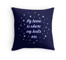 My home is where my books are - quote Throw Pillow
