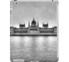 Hungarian Parliament Building in fog (b&w) iPad Case/Skin