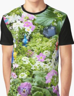 pikmin playing in the grass Graphic T-Shirt