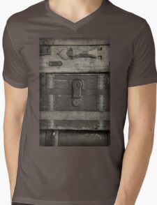 Vintage Luggage Mens V-Neck T-Shirt