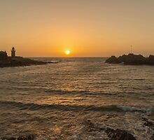 Sunset at Portpatrick by derekbeattie