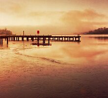 Boidheach Loch, Eirinn by Liz Scott