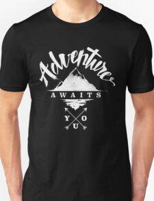Adventure Awaits You - Cool Outdoor Shirt-Design Unisex T-Shirt