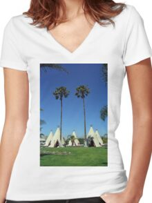 Route 66 - Wigwam Motel Women's Fitted V-Neck T-Shirt