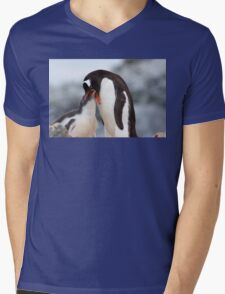 "Gentoo Penguin and Chick ~ ""Meals Home Delivered"" Mens V-Neck T-Shirt"