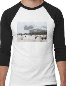 "Gentoo Penguins ~ ""Penguinville, Curville Island, Antarctica"" Men's Baseball ¾ T-Shirt"