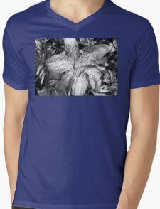 Lily in Black and White Mens V-Neck T-Shirt