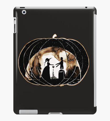 Halloween Love (Happy Halloween !)  iPad Case/Skin