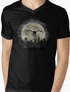 Ryuk & the Moon, fly by night, under darck city Mens V-Neck T-Shirt