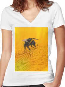 Bee on sunflower Women's Fitted V-Neck T-Shirt