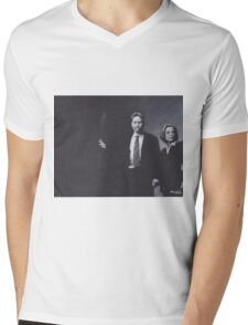 Original Charcoal Drawing of Dana Scully and Fox Mulder from X Files Mens V-Neck T-Shirt