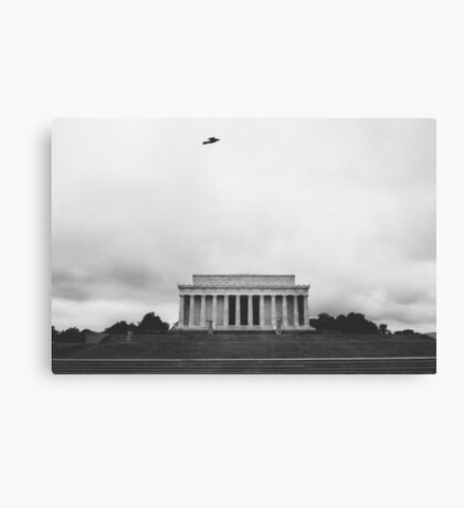 solo flight at lincoln memorial Canvas Print