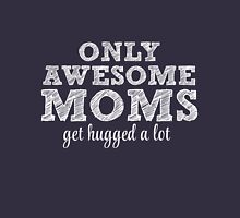 Awesome Moms get hugged! Women's Fitted Scoop T-Shirt
